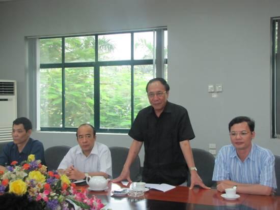 Phó Chủ tịch thường trực Tổng LĐLĐ Việt Nam Nguyễn Hòa Bình đến thăm và làm việc tại Thép Việt Đức