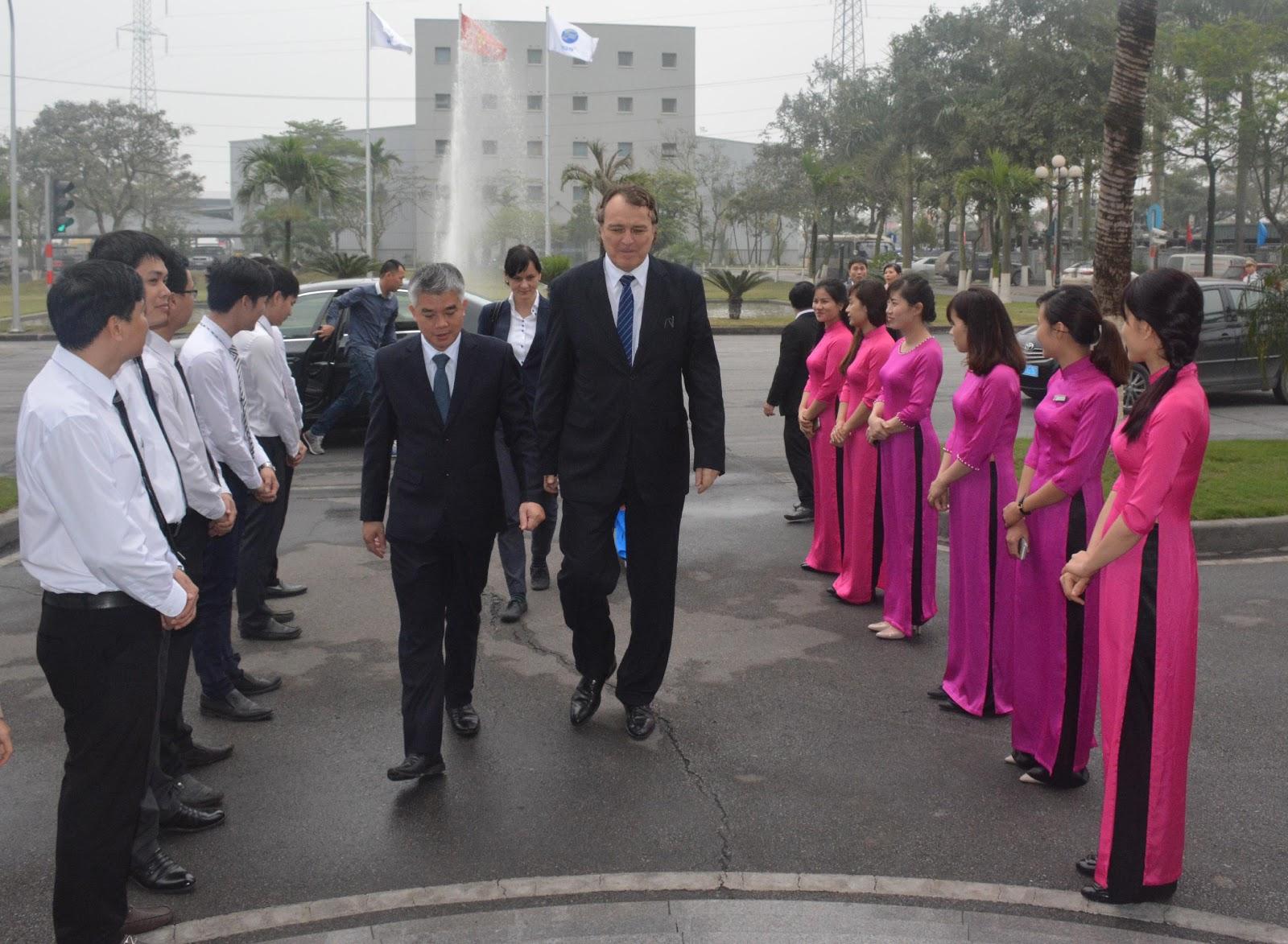 Đoàn Đại sứ nước Cộng hòa Slovakia đến thăm và làm việc tại Thép Việt Đức