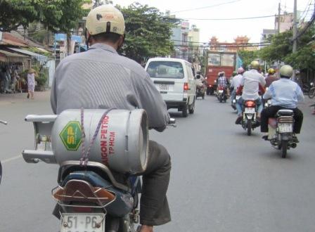 Giá gas tăng 13.000 đồng/bình 12kg