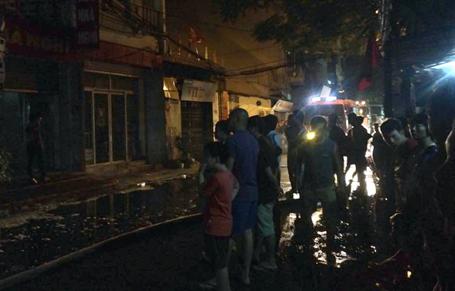 Hà Nội: Hỏa hoạn ở nhà sàn, hàng chục học sinh mắc kẹt