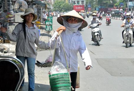 Hà Nội: Nóng ngoài trời gần 40 độ