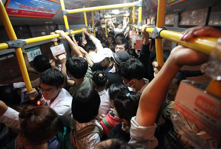 """Hà Nội: Xe buýt sẽ """"vươn"""" tới mọi làng xã"""