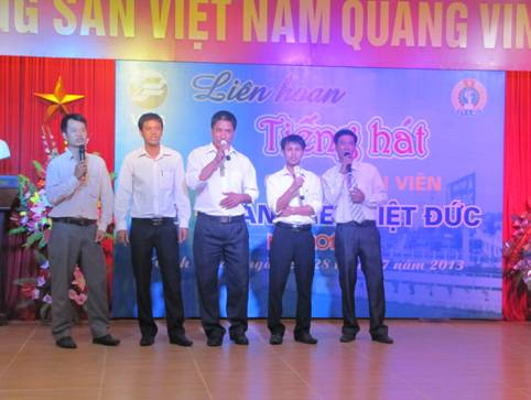 Liên hoan Tiếng hát cán bộ, công nhân viên Thép Việt Đức năm 2013