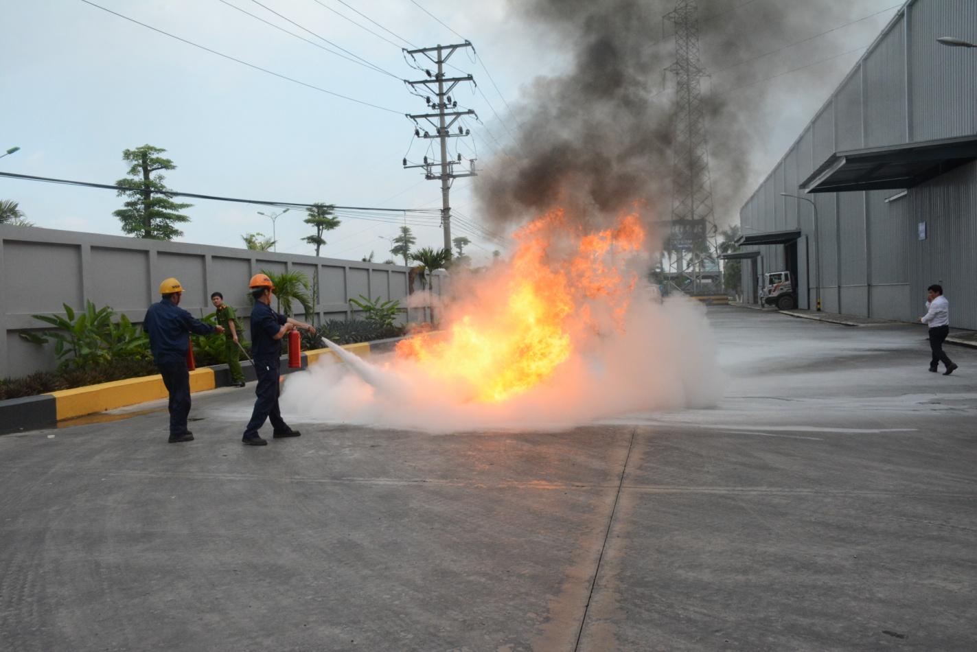 Thép Việt Đức huấn luyện nghiệp vụ và diễn tập phương án PCCC năm 2017