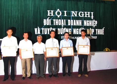 Thép Việt Đức vinh dự nhận bằng khen của Bộ Tài chính