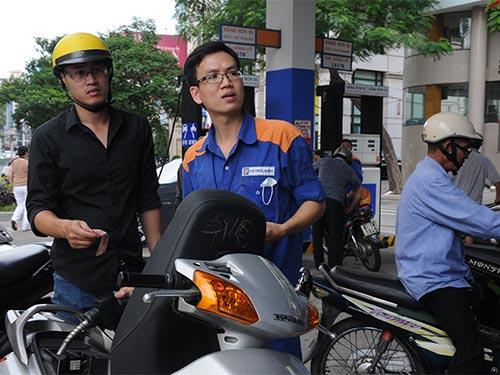 Vừa tăng giá, xăng dầu lại kêu lỗ